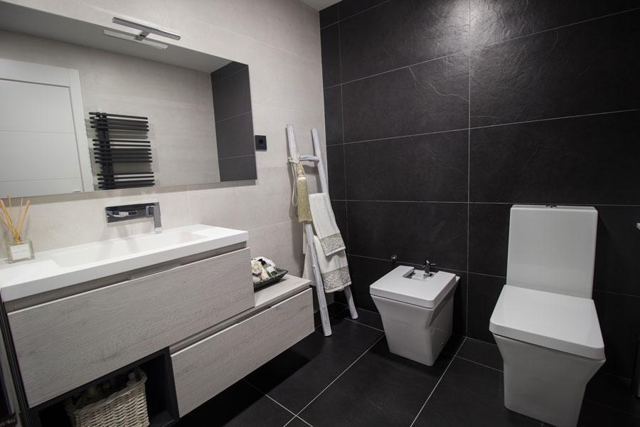 Reforma y diseño de baño en Estany, realizado por Dromstudio