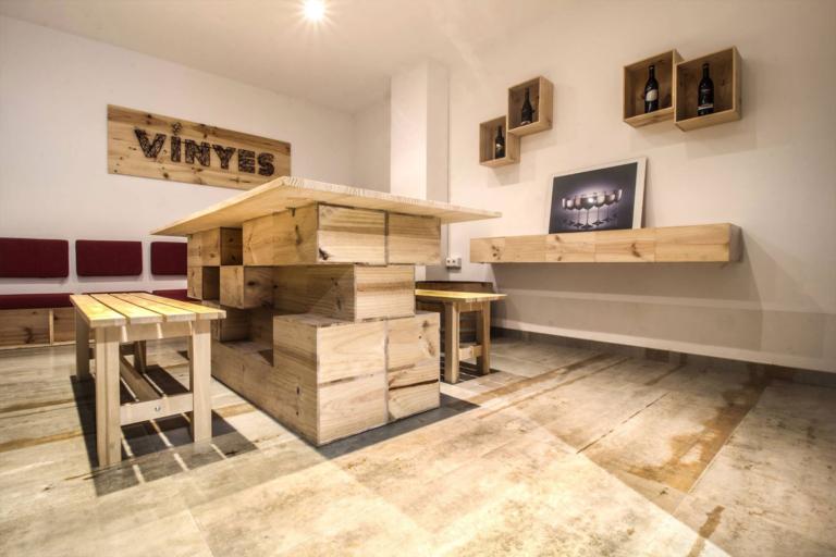 Diseño de interior y ejecución de obra para local comercial Vinyes realizado por Dromstudio