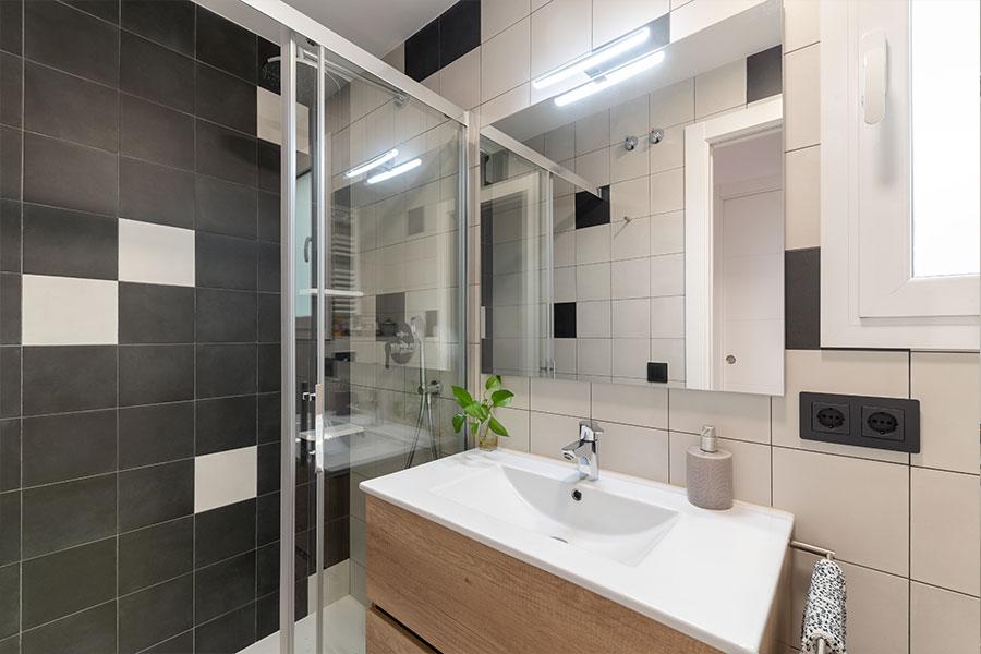 Reforma y diseño de baño Centro 2, realizado por Dromstudio