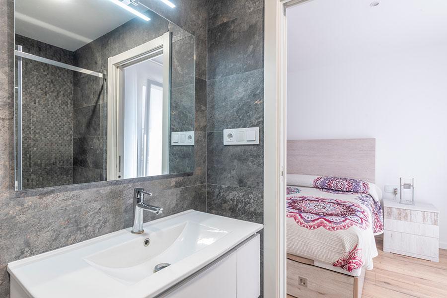 Reforma integral de vivienda, diseño de interior baño y dormitorio, en F. Soler, realizado por Dromstudio