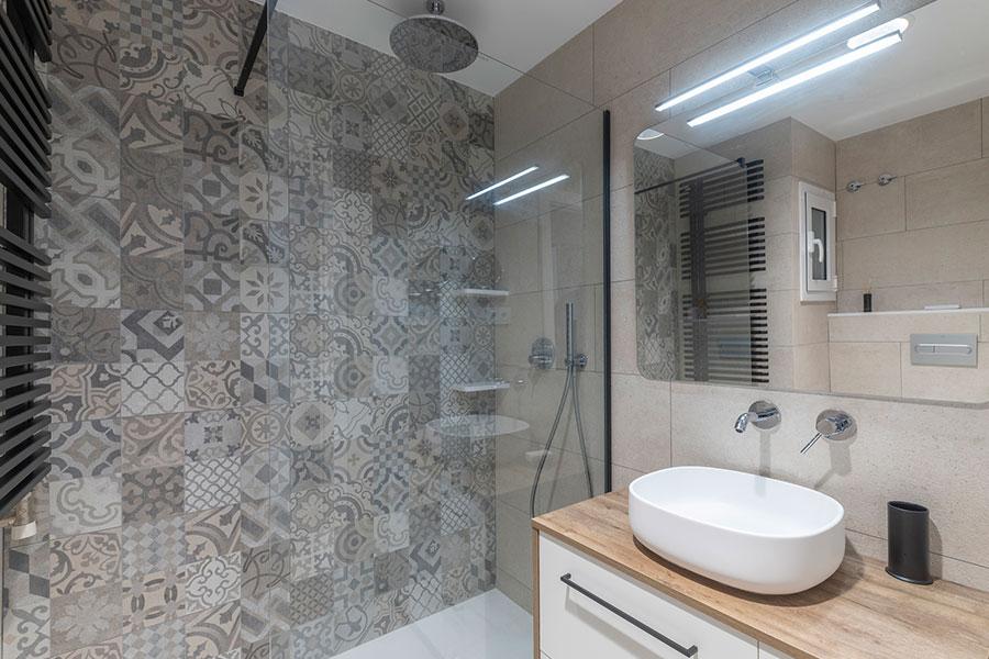 Diseño de baño para reforma integral de vivienda en St. Cugat, realizado por Dromstudio