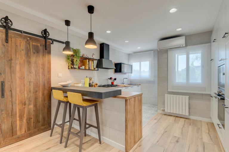 Diseño de cocina para reforma integral de vivienda en St. Cugat, realizado por Dromstudio