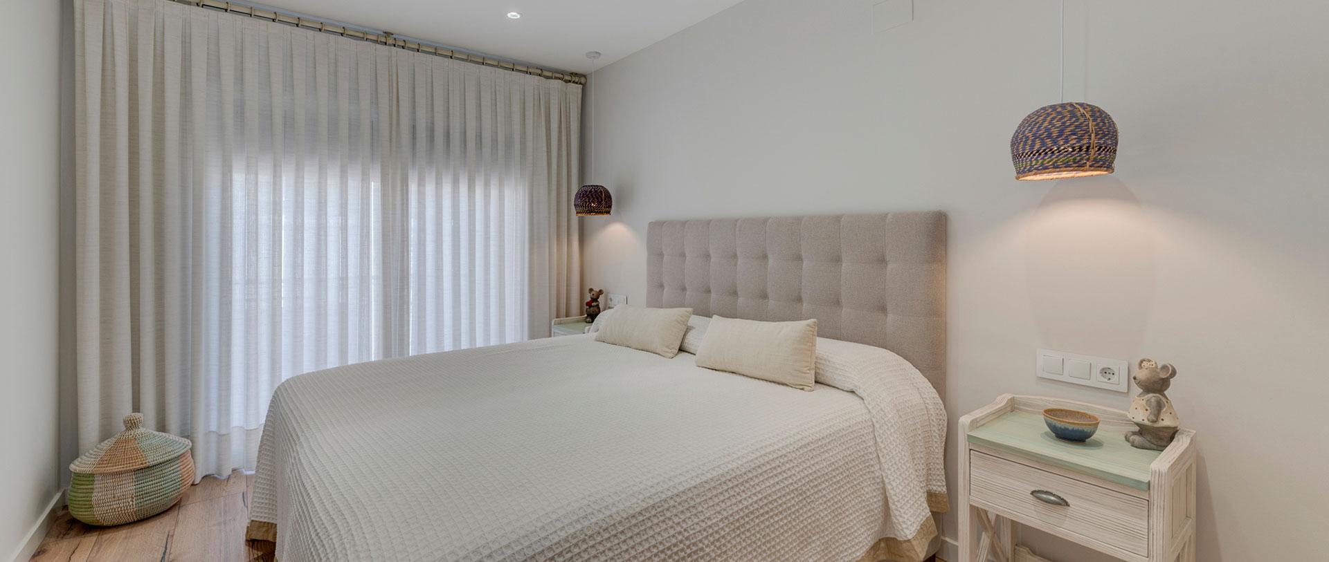Diseño de dormitorio para reforma integral de vivienda en St. Cugat, realizado por Dromstudio