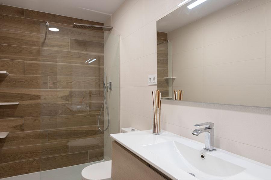 Reforma y diseño de baño en Mataró, realizado por Dromstudio